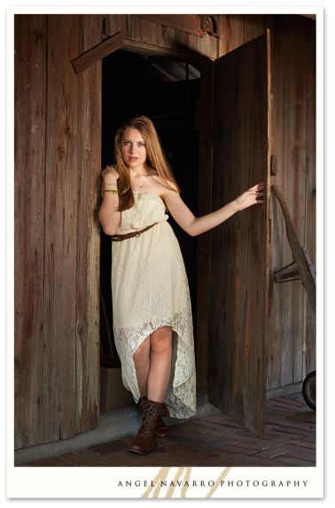 High-School-Senior-Picture-Girl-Barn