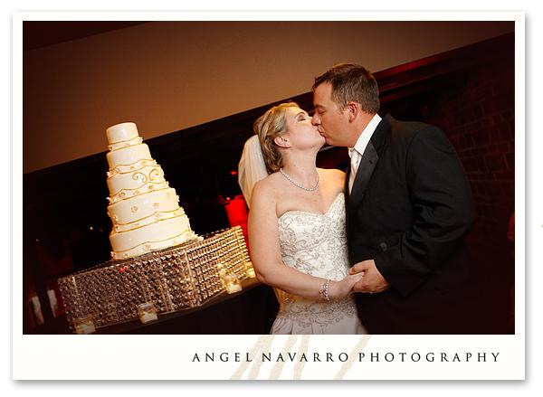 cutting-wedding-cake-kiss-tampa-photographer
